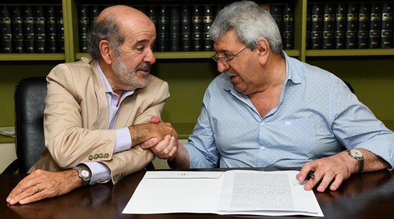El presidente saliente, Abel Guerrieri, y su sucesor, Ramón Ayala