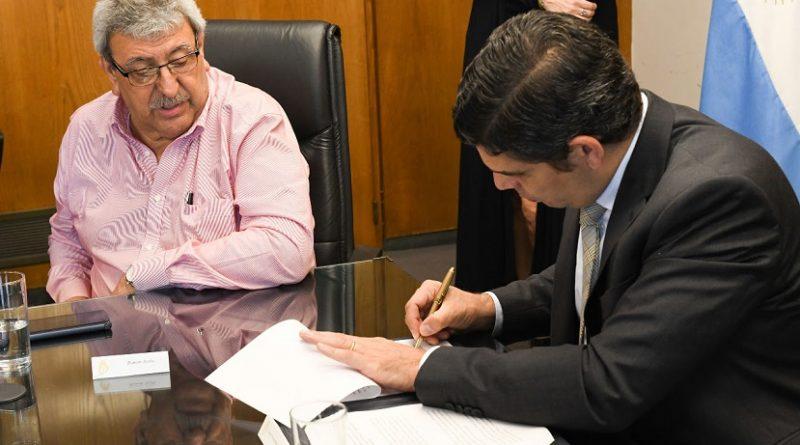 El presidente del RENATRE Ramón Ayala, con el Secretario de Trabajo de la Nación, Lucas Fernández Aparicio,