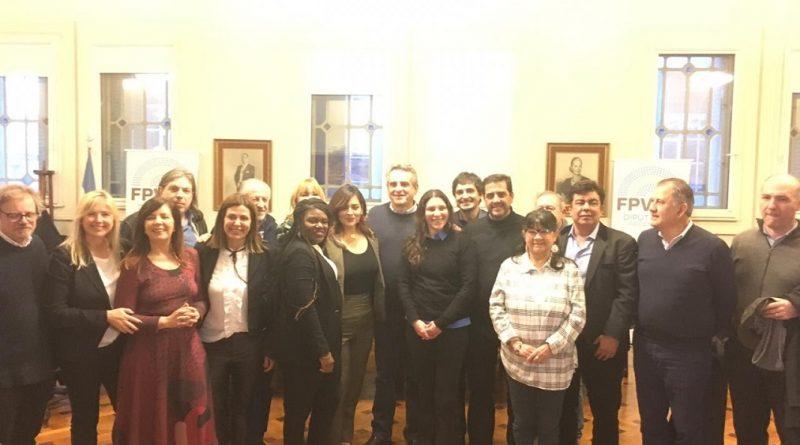 Cori Bush y Roza Calderón con diputados del Frente para la Victoria y del partido Justicialista.