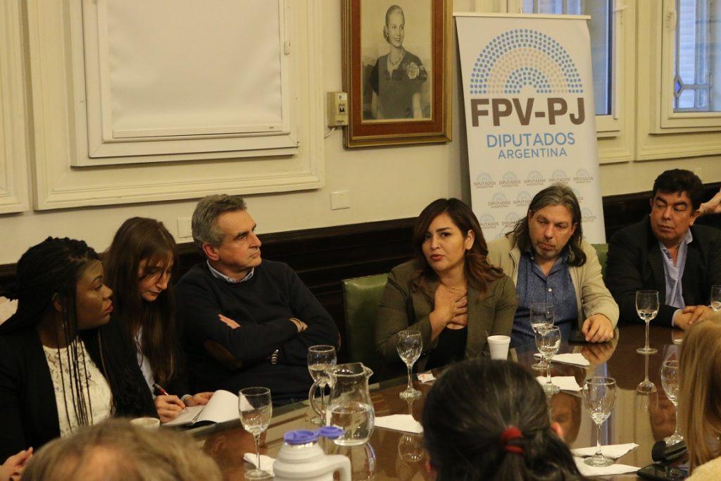 Cori Bush y Roza Calderón se reunieron con diputados y diputadas del FPV-PJ