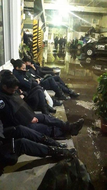 Mujeres Policías de Servicio