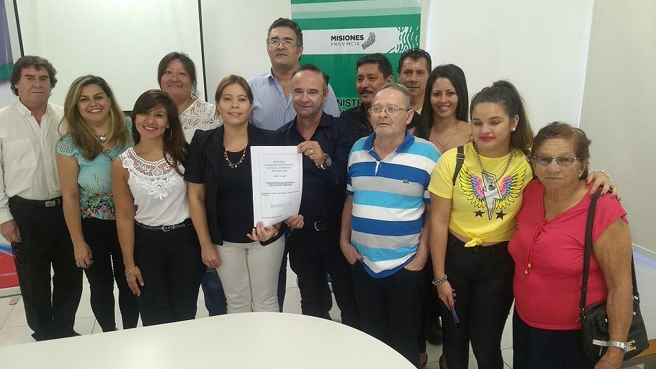 Entrega de documentaciones y matrículas a cooperativas de trabajo y servicios públicos