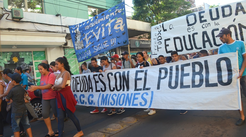 Marcha Multitudinaria de organizaciones sociales, partidos políticos y gremios contra el FMI