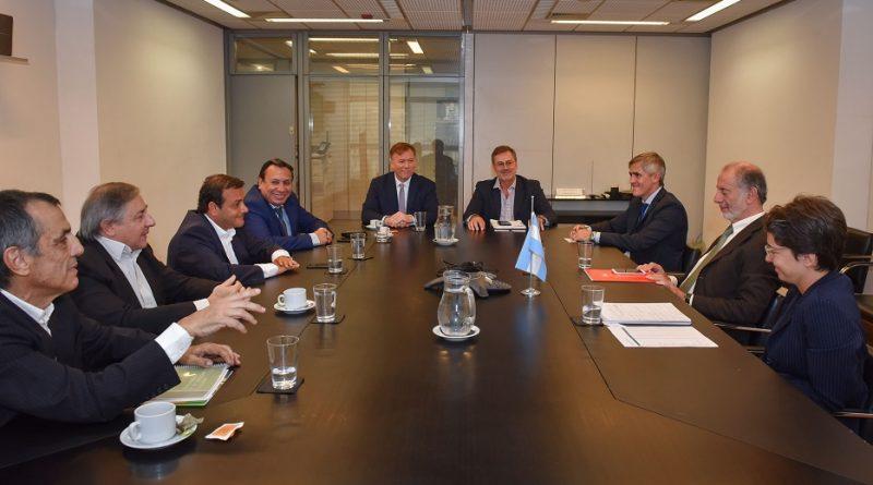 El secretario de Relaciones Económicas Internacionales, Jorge Neme, el Gobernador de Misiones, Oscar Herrera Ahuad, acompañado de las autoridades del Instituto Nacional de la Yerba Mate INYM
