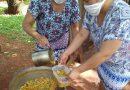 Militantes trabajando en los merenderos para alimentar a las familias