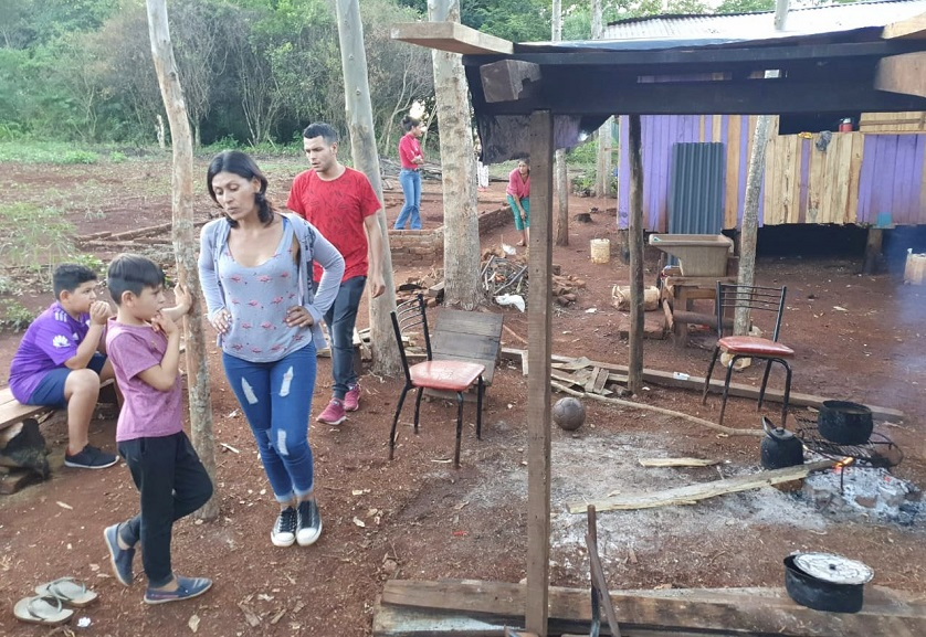 En Colonia Oasis, las familias reclaman un servicio de transporte