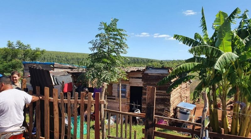 Familias del barrio Néstor Kirchner necesitan ayuda para paliar su pobreza