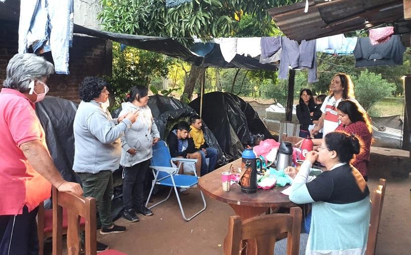 Cuarentena en carpas: Hace un año familias esperan que el Gobierno les entregue lotes donde vivir