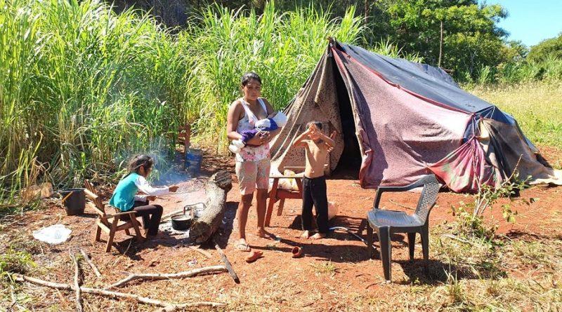 Una familia está a la deriva viviendo en una carpa con tres niños en Irigoyen