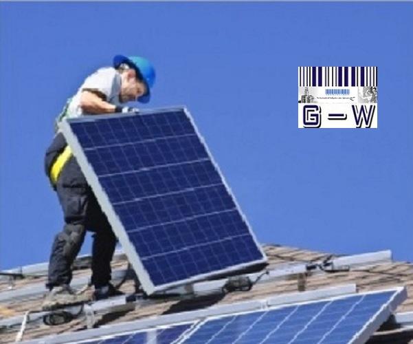 Energía solar en edificios públicos y viviendas construidas por el Estado