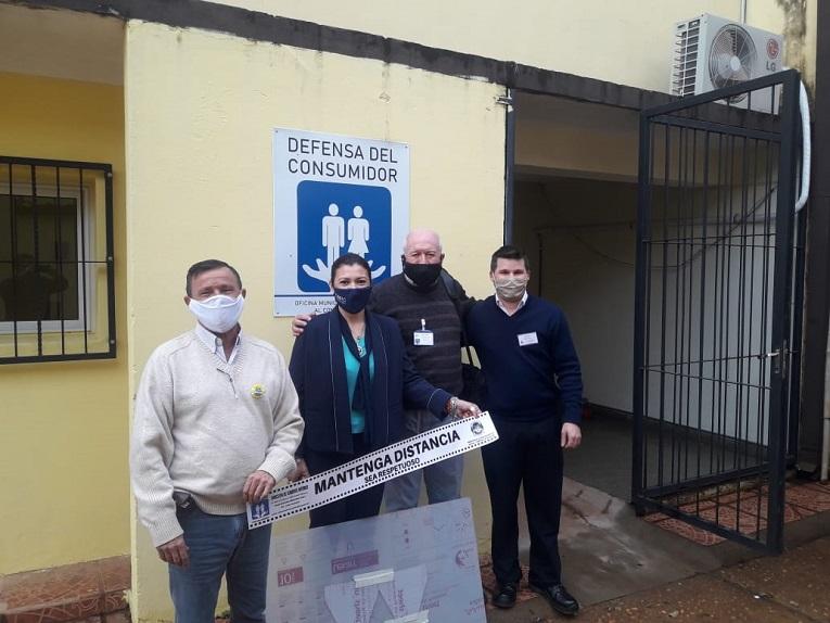 Entrega de barreras sanitarias para la zona de atención al público y elementos de protección