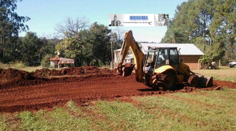Máquinas trabajando en construcción del Aula Satélite de Escuela 899 de Colonia Lanusse