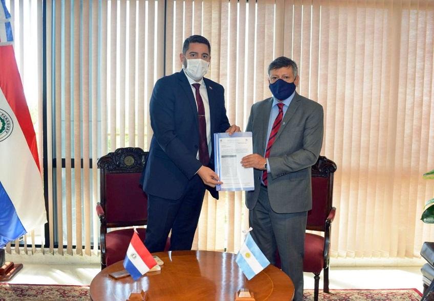 Oscar D. Peppo Embajador Argentino en el Paraguay Entrega donaciones y presenta sus Cartas Credenciales