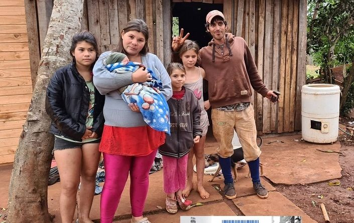 6 familias de Puerto Leoni