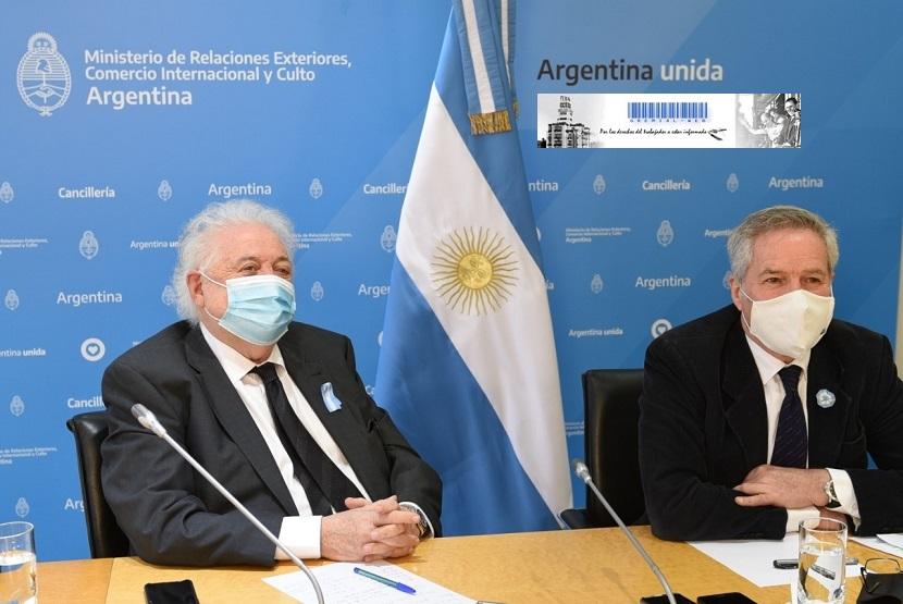 El canciller F. Solá acompañado su par de Salud, Ginés González García
