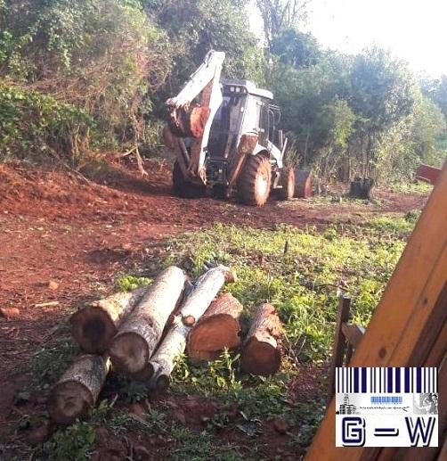 Maquinas de la Municipalidad de Jardín para nivelar el terreno de la casa de Liliana