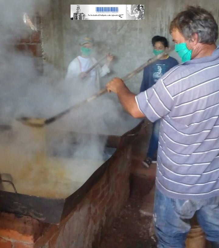 Trabajadores del Paraje Tacuara reclaman agua potable para elaborar azúcar en cooperativa artesanal