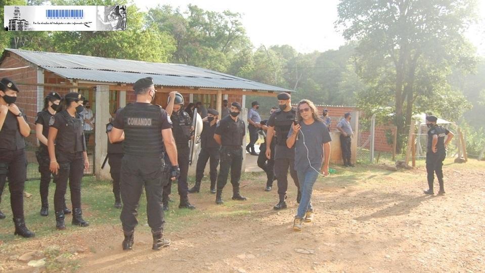 Las viviendas de las familias expulsadas atestadas de policías de la provincia