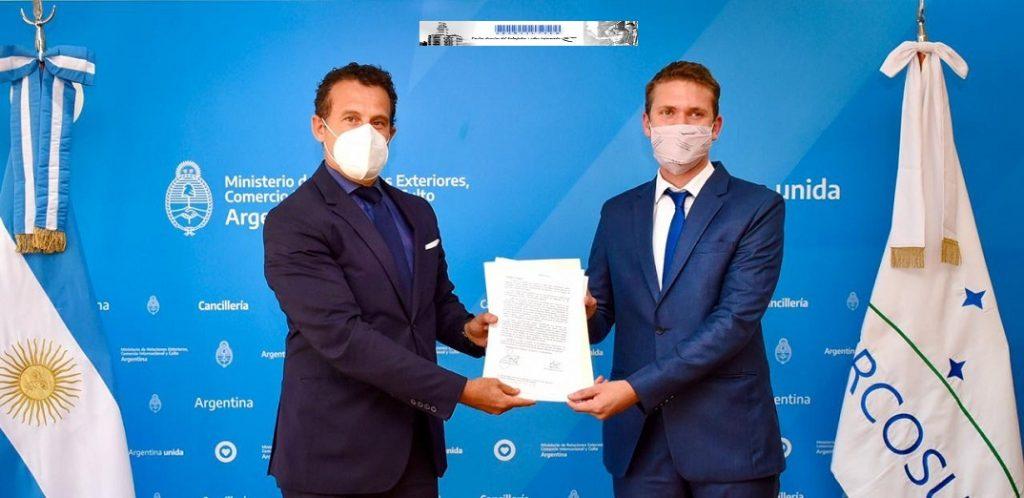 El jefe de Gabinete de la Cancillería, Guillermo Justo Chaves y el gerente general de FONCAP, Mateo Bartolini