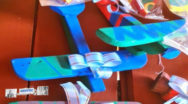 En el barrio San Lorenzo fabrican juguetes para regalar a niñas y niños