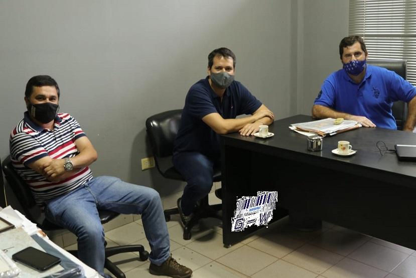 El titular de la Cámara de Comercio de Puerto Iguazú, con el Dip. Gustavo González (UCR)