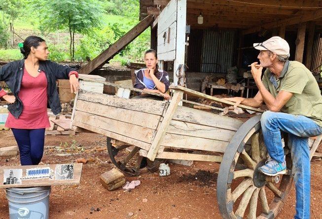 Familias que salen adelante produciendo alimentos en una chacra de Campo Ramón