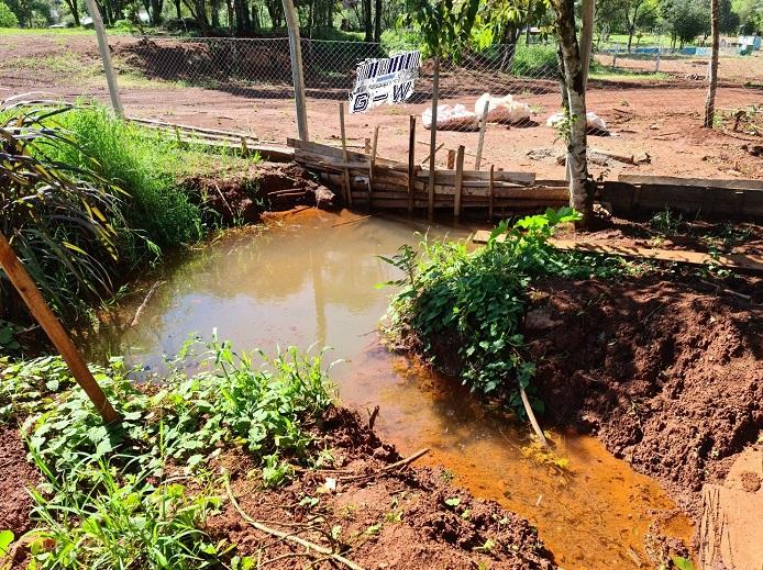 Familias de San Vicente reclaman ayuda para tener acceso al agua en el barrio San Roque