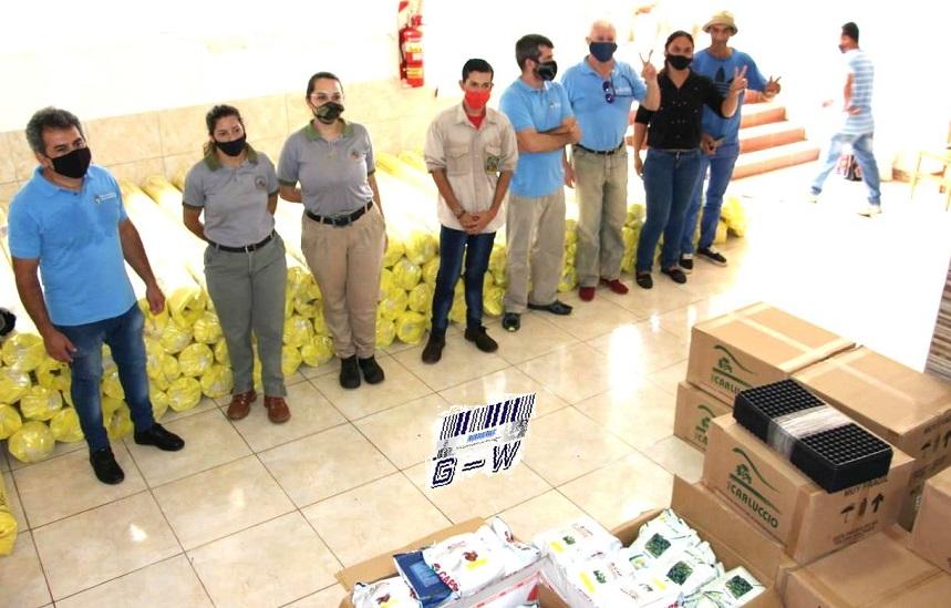 La SAFCI entregó insumos a familias productoras de Roca