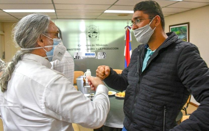 Adriano Matter, coordinador de SAFCI en Misiones, con el ministro de Ganadería, Luis Basterra