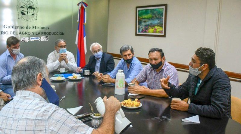 Adriano Matter, coordinador de la SAFCI en Misiones en la reunión en Ministerio del Agro
