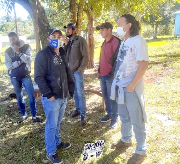 Diputado Páez y concejal de Bernardo de Irigoyen, RicJavier (PAyS) con productores de la Ruta 18