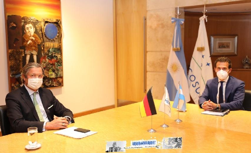 El jefe de Gabinete de la Cancillería argentina, Guillermo Justo Chaves, con el embajador de Alemania, Ulrich Sante