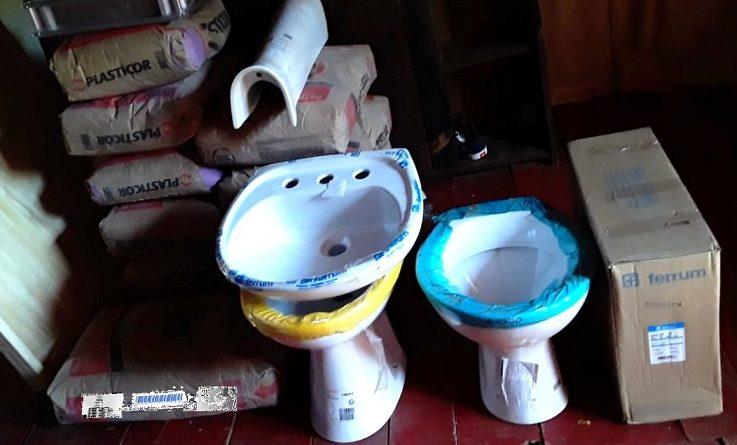 Los materiales para la construcción, chapas, puerta, accesorios y sanitarios para el baño