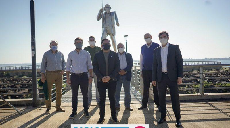 El candidato a concejal por el sublema -El Camino Seguro- de Juntos por el Cambio, Pablo Velázquez, cerró su campaña electoral en el Monumento a Andresito Guacurarí en la Costanera de Posadas
