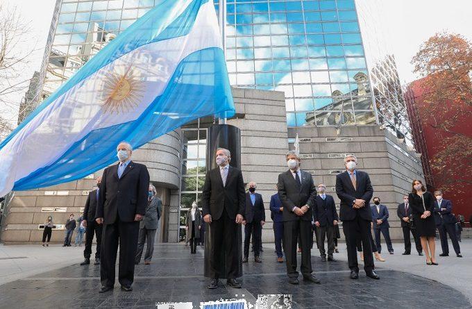 La Cuestión Malvinas es prioritario de la política exterior argentina sobre el que existe un mandato constitucional