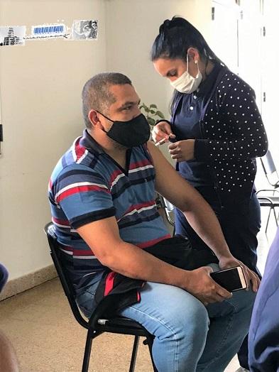 Se inicio la vacunación a empleados de comercio para garantizar Trabajo Seguro en la provincia