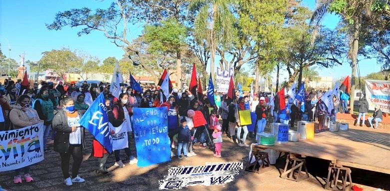 Organizaciones sociales movilizadas en reclamo de la regularización de la Emergencia Alimentaria