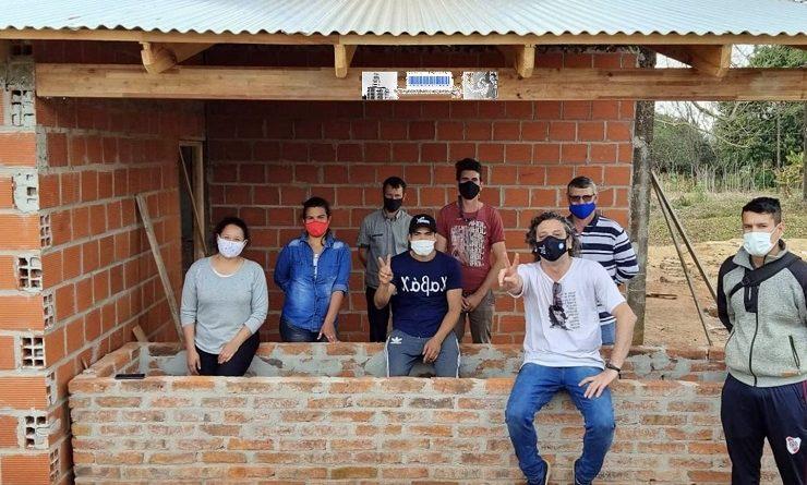 Trabajadoras y trabajadores de la economía popular construyen un SUM en Oasis
